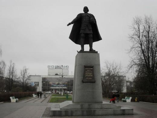 Памятник Владимиру Храброму. Серпухов